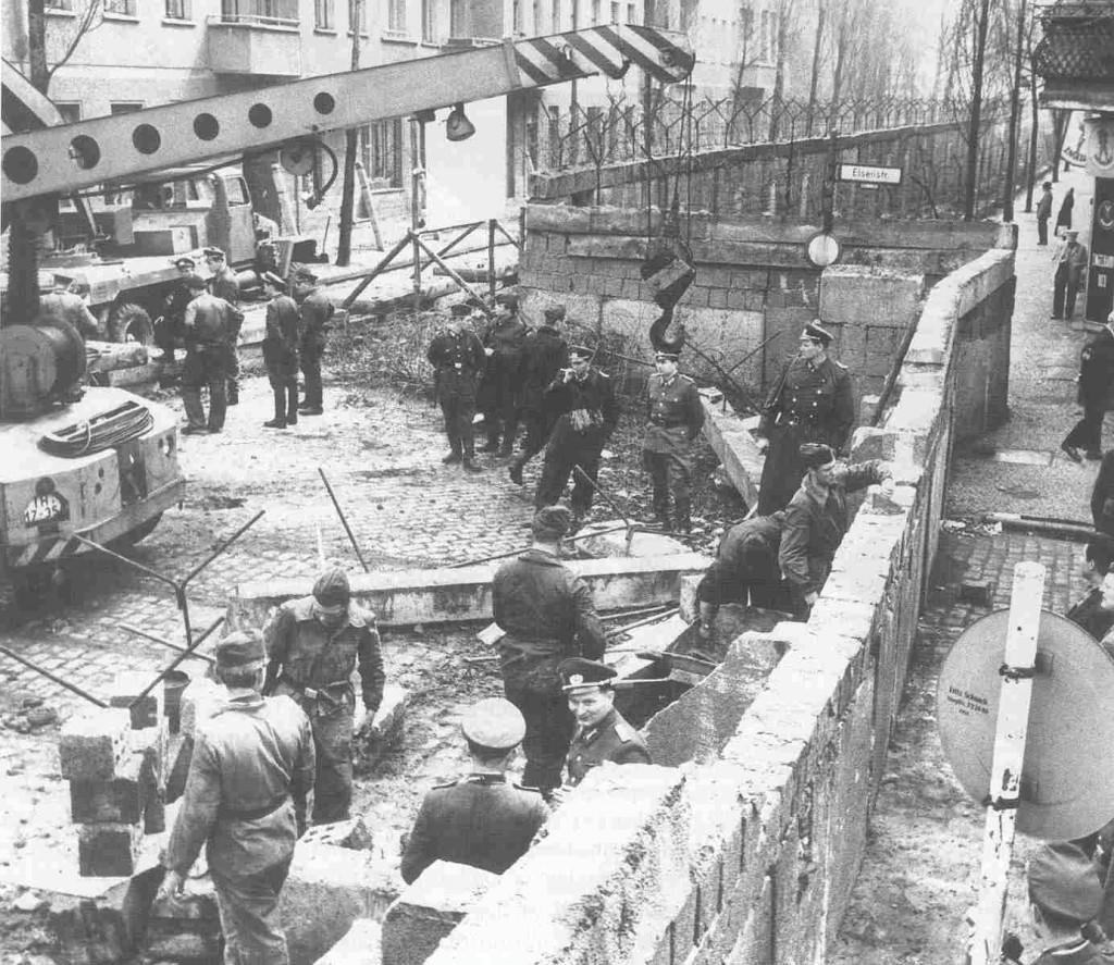 Construccion_muro_de_berlin