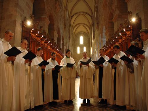 Monjes de Silos rezando