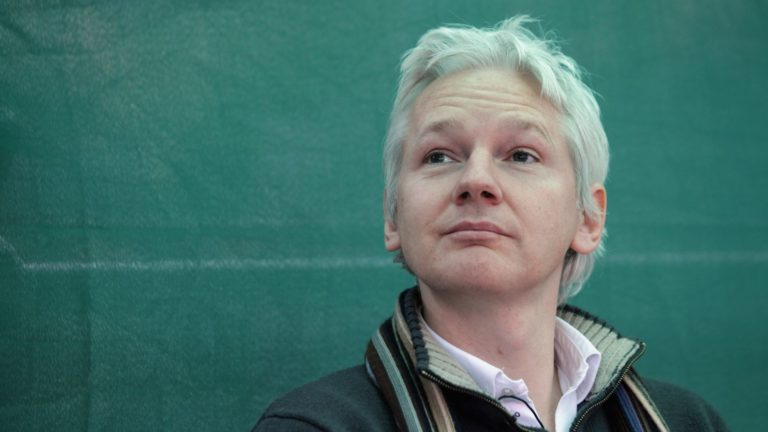 Qué ha visto Assange en Garzón