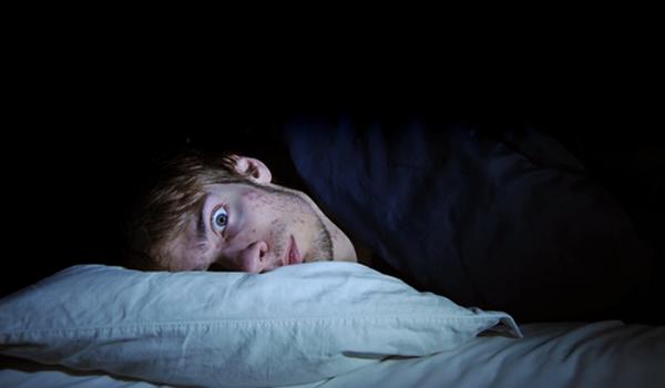 Científicos destacan la relación entre el insomnio y el suicidio