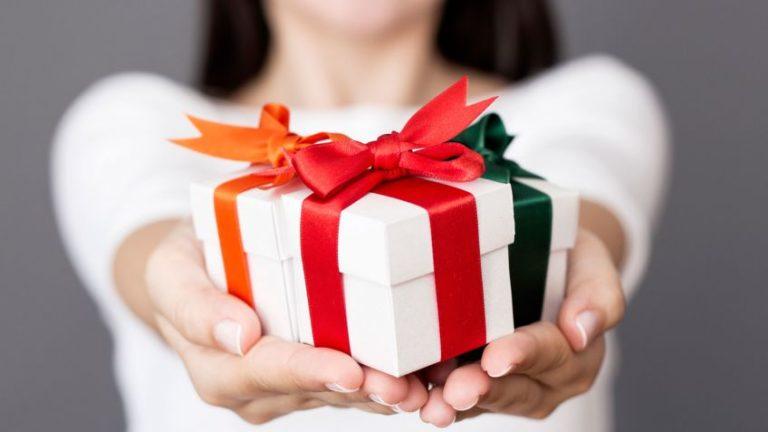 Para la ciencia, regalar regalos no está mal