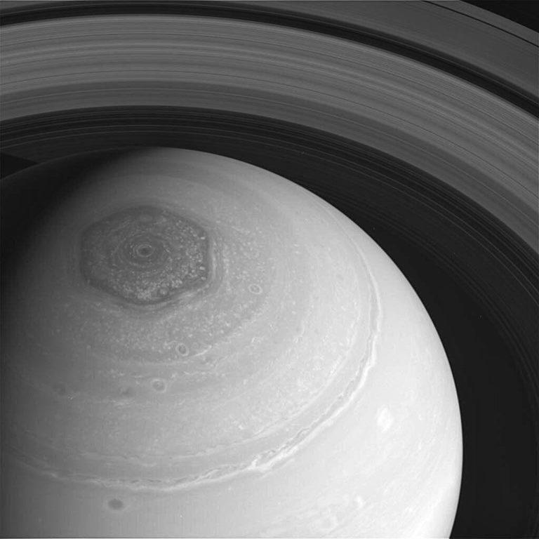 Toman nuevas imágenes del hexágono de Saturno