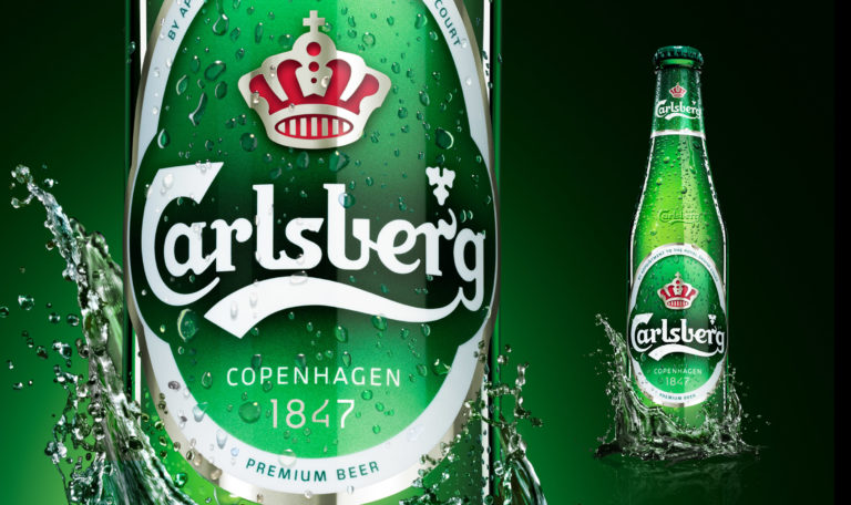 Carlsberg compara la emoción del fútbol con la emoción que se siente en una montaña rusa