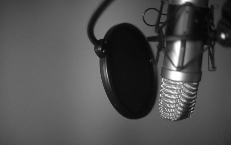 Por qué nos oímos distinto en las grabaciones?