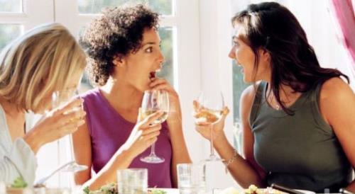 Mujeres hablan mucho