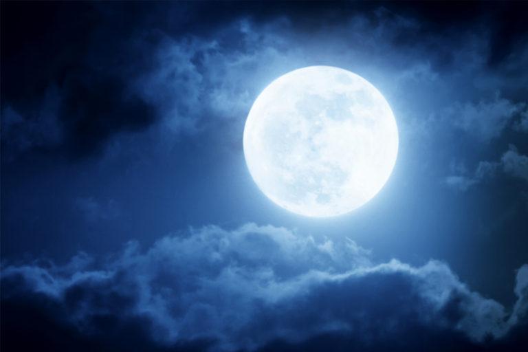 Asómbrate con las curiosidades de la Luna